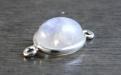 Коннектор серебряный со кабошоном из натурального лунного камня.