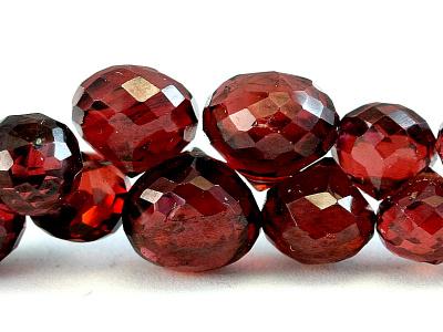Камень-гранат натуральный,бусина формы луковка, огранка ручная,