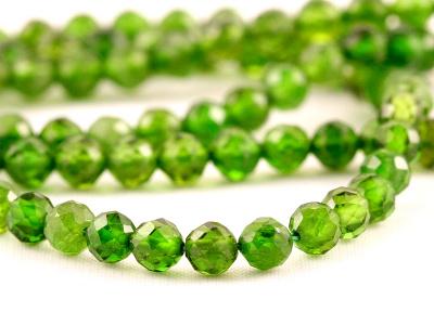 """Бусина круглая 3 мм.. Камень-хромдиопсид натуральный, известен как """"сибирский изумруд"""". Цвет-зеленый яркий, чистый (весенней зелени),"""