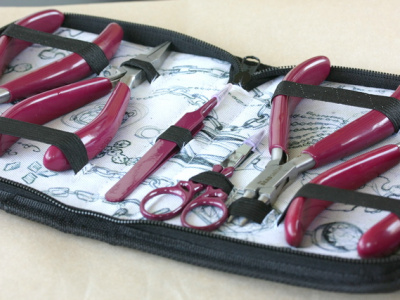Ручной набор инструментов для ювелира в который входят: круглогубцы, плоскогубцы, плоскогубцы-узкогубцы, кусачки, ножницы, пинцет