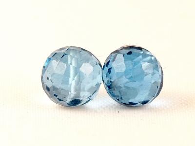 Бусина круглая огранённая, камень - шпинель (искусственновыращенная), цвет-тёплый голубой, прозрачный.