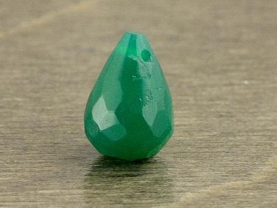 Цвет-изумрудно-зеленый не светлый. Бусина бриолет камень -хризопраз