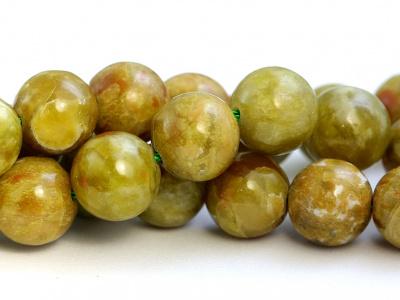 Бусина круглая камень натуральный-хризопал (празопал, зелёный опал), цвет-неоднородный тёплый зелёный с янтарным оттенком, с красивым пятнистым рисунком,