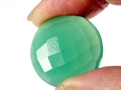 Кабошон круглый гранёный, цвет изумрудно-зелёный,