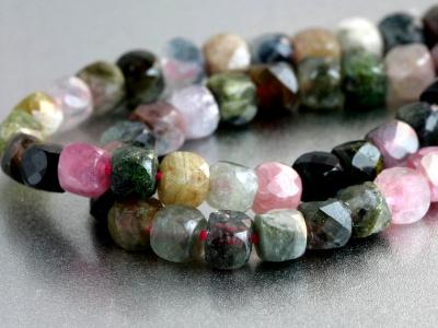 Нить бусин огранённых, форма-кубик, камень натуральный-турмалин, цвет микс (зелёный, розовый разных оттенков)