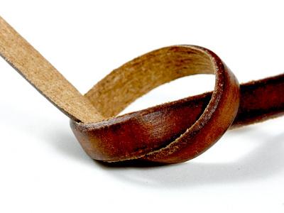 Кожаный шнур плоский5.7х1.4 мм,используетсядля украшений Handmade (браслеты, отдельные элементы, вставки и т. д.) плотный, средней жесткости