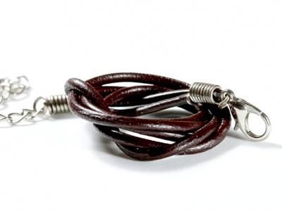 Шнурок кожаныйкоричневый 2 мм. с замочком серебристым, длина-45 см. с цепочкой удлинителем 5 см.