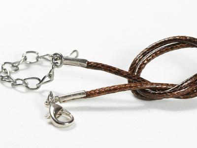 Шнурок нейлоновыйкоричневый 2 мм. с замочком серебристым, длина-45 см. с цепочкой удлинителем 5.5 см.
