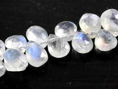 Бусина ручной огранки, камень натуральный-лунный камень