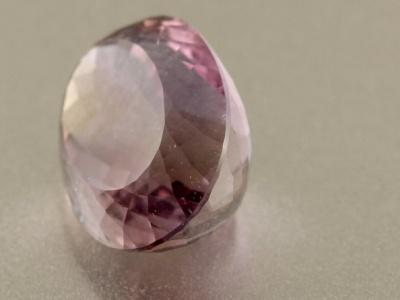 Аметрин огранённый, вставка в кулон или кольцо, цвет сиреневый с небольшим золотистым пятном