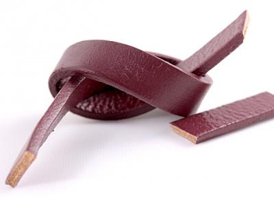 Кожаный шнур плоский двухсторонний  8х2 мм,  толщина 2 мм.,  для украшений Handmade, цвет-бардо матовый, плотный, средней жесткости.