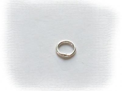 Колечко соединительное закрытоесеребряное, материал-серебро 925 пробы(92.5 %), размер –4х0.6 мм.
