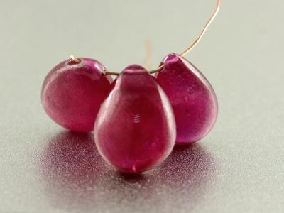 Натуральный камень-корунд(рубин), цвет-приглушенный малиново-розовый