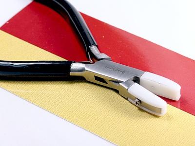 Это идеальный инструмент по работе с проволокой (для выпрямления проволоки) и мягкими материалами так не оставляет царапин и прочих следов на проволоке.